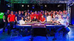 Les 8 équipes de la coupe du monde de Poker 2015 habillées en polo JAQK (USA, UK, FRANCE, UKRAINE, ITALY, RUSSIE, CANADA, ALLEMAGNE)
