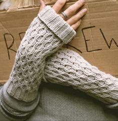 Knitting pattern for Spate Fingerless Mitts - Jane Richmond designed these… Fingerless Gloves Knitted, Knit Mittens, Knit Socks, Knitting Patterns Free, Hand Knitting, Knitting Ideas, Knitting Projects, Linen Stitch, Circular Knitting Needles