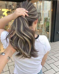 Hair Color Streaks, Blonde Highlights On Dark Hair, Brown Hair Balayage, Brown Blonde Hair, Hair Color Balayage, Hair Color For Black Hair, Medium Hair Styles, Curly Hair Styles, Hair Color Underneath