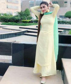 Women Dresses, Attracting look Patiala Suit Designs, Kurta Designs Women, Kurti Designs Party Wear, Churidar Designs, Indian Attire, Indian Dresses, Indian Outfits, Punjabi Suits Designer Boutique, Indian Designer Suits