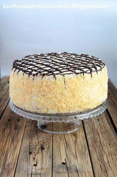 Klasyczny tort kokosowy z kawałkami ananasa. Prosty w wykonaniu. Nie za słodki, z puszystym biszkoptem. Gościł na 10-tych urodzinach mojego ... Cinnamon Roll Pancakes, Cinnamon Rolls, Cookie Desserts, Holiday Desserts, Individual Cakes, Breakfast Menu, Pumpkin Cheesecake, Cake Cookies, Cake Decorating