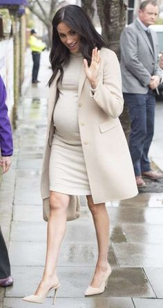 Meghan markle top 5 pregnancy outfits how to eat breakfast the meghan markle way Cute Maternity Outfits, Stylish Maternity, Maternity Wear, Maternity Fashion, Maternity Dresses, Maternity Styles, Maternity Work Clothes, Pregnant Outfits, Maternity Looks