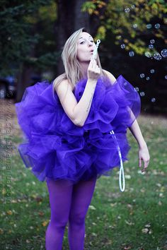 A very creative DIY Shower Pouf Costume! Bonus points if your friend dresses up in a bathrobe and slippers :)
