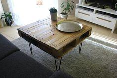 Atelier Ripaton - Hairpin Legs - Table de basse très originale et simple à réaliser avec une palette en bois et des hairpin legs.  Nos pieds d'épingle Ripaton s'adaptent à toutes vos créations de meubles customisés !