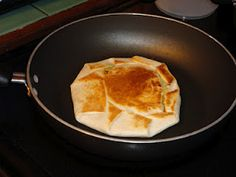 Busy Mama Bird: Yummy Crunchwrap Supremes Inside anything you put on a taco including a hard taco shell outside a heated flour tortilla. Brown on both sides I Love Food, Good Food, Yummy Food, Yummy Yummy, Delish, Mexican Dishes, Mexican Food Recipes, Mexican Meals, Crunch Wrap