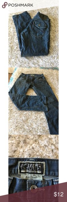 Levi's 514 Slim Straight Jeans Size 31x30 Levi's 514 slim straight jeans.  Medium blue rinse color.  Size 31x30.  Good condition.  Important:   All items are freshly laundered as applicable prior to shipping (new items and shoes excluded).  Not all my items are from pet/smoke free homes.  Price is reduced to reflect this!   Thank you for looking! Levi's Jeans Slim Straight