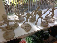 Klei figuren gemaakt door kinderen uit groep 6,7,8