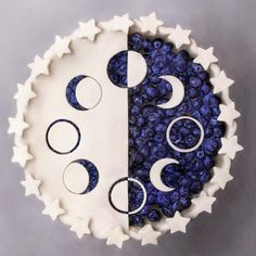 Lunar Cycle Pie ⭐️ Blueberry pie inspired by the moon phases. Astrological dessert✨