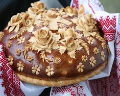 There are many aspects of a traditional Ukrainian wedding that differs from a North American wedding. Korovai, also known as Ukrainian wedding bread, is one of the differentiators. Ukrainian Recipes, Russian Recipes, Ukrainian Food, Pavlova, Ukrainian Wedding Traditions, Cheesecakes, Bread Art, Russian Wedding, Cupcakes