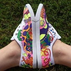 Cute ideas for kids/teen sneakers or party favor craft idea - 7 DIY Sneakers Ideas