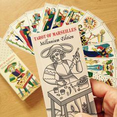 Hoy estoy encantada de haber recibido el mazo con los 22 arcanos mayores del Tarot de Marsella Millenium Edition restaurado por Wilfried Houdouin. ¡Una auténtica joya! Os dejo el link por si os interesa adquirirlo: www.tarot-de-marseille-millennium.com #tarot #tarotDeMarsella