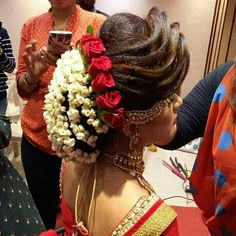 What a beautiful large low bun covered with flowers! Care however should be taken before adopting such hairstyles, as due to it& high st… Bridal Hairstyle Indian Wedding, Bridal Hair Buns, Bridal Hairdo, Indian Bridal Hairstyles, Indian Wedding Hairstyles, Bride Hairstyles, Bridal Makeover, Hair Affair, Floral Hair