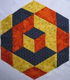 Para conseguir este bloque con efecto de cubo tridimensional del blog de Cristina Crepaldi , vamos a necesitar solo 3 telas (tono claro, me...