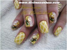 http://www.divinasunhas.com/2013/03/unhas-pintadas-com-pincel-marcela-sandy.html