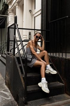 96 of the Chicest White Sneaker Outfits I've Ever Laid Eyes On - Summer Dresses Sneaker Outfits, Sneakers Fashion Outfits, Fashion Shoes, Sneakers Looks, Dad Sneakers, Chunky Sneakers, Chunky Shoes, Men's Sneakers, Sneakers Outfit Summer