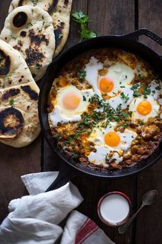 Indian-inspired Shakshuka: Baked Eggs in a quick chickpea curry Healthy Chicken Recipes, Healthy Dinner Recipes, Indian Food Recipes, New Recipes, Ethnic Recipes, Amazing Recipes, Curry Recipes, Delicious Recipes, Easy Recipes