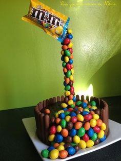 Montage gravity cake aux m&m's Anti Gravity Cake, Gravity Defying Cake, Mnm Cake, Torta Candy, Cake Structure, Cake Kit, Waffle Cake, Quick Cake, Funny Cake