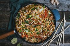 Sauce Hoisin, Japchae, Inspirer, Asian, Chinoiserie, Ethnic Recipes, Udon Noodles, Pork, Cooking Recipes