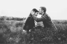Hay millones de personas que han encontrado #pareja gracias a internet, tú también puedes. Regístrate en www.twinshoes.es