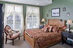 The Carousel Room is a fan favorite.  It's windows on both sides of the room make it light, sunny and pretty.  The room has a wonderful lakeside view, Queen bed, single bubble tub and shower.