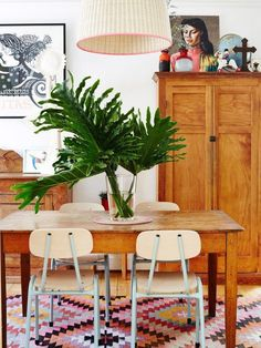 Dining rooms don't have to be formal or stuffy. We're all about a boho chic dining space, too! Check out these 40 dining rooms that master boho interior design. For more dining room design ideas, go to Domino! The Design Files, Design Blog, Deco Design, Design Design, Dining Room Inspiration, Home Decor Inspiration, Decor Ideas, Home Interior, Interior Design