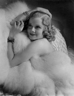 Jean Harlow 1935 - Photo by George Hurrell Old Hollywood Glamour, Vintage Glamour, Vintage Hollywood, Hollywood Stars, Classic Hollywood, Vintage Beauty, Jean Harlow, Classic Movie Stars, Classic Films