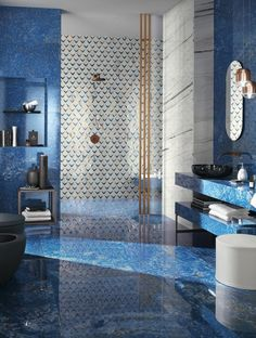 Reinvent the bathroom space with the Marvel Dream marble-look porcelain floor and wall tiles. Enter the gallery and discover the Atlas Concorde settings. Bathroom Wall, Bathroom Interior, Pantone 2020, Blue Tiles, Marble Effect, Concorde, Porcelain Tile, Decoration, Wall Tiles
