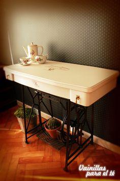 Mesa Escritorio mueble de maquina de coser, $1600 en https://ofeliafeliz.com.ar