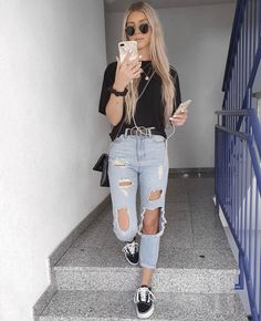 Calça jeans destroyed, tshirt preta e vans old skool. Basic Outfits, Mode Outfits, Cute Casual Outfits, Stylish Outfits, Fashion Outfits, Swag Fashion, Casual Clothes, Fashion Ideas, Destroyed Jeans