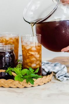 This recipe for cold brew iced tea is an easy way to make smooth and refreshing iced tea to have on hand anytime! Sweeten as needed with fresh mint simple syrup - perfect for serving to guests! #icedtea #coldbrew #coldbrewicedtea #summerbeverages #sweetcayenne | www.sweetcayenne.com Best Iced Tea Recipe, Iced Tea Recipes, Easy Drink Recipes, Fresh Mint Tea, Peach Green Tea, Ginger Peach, Mint Simple Syrup, Brewing Tea
