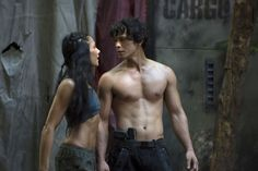 Pin for Later: The Sexiest TV Moments of 2014 The 100 Bellamy (Bob Morley) seems like he has what it takes to survive in the jungle: a fierce six-pack.