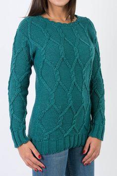 SWEATER MIZAR Sweater en jersey. Dibujos de rombos y ochos; cuello medio bote con terminación en crochet, con puños y ruedo en elástico. Colores: Verde petróleo / Negro / Camel #FW2016