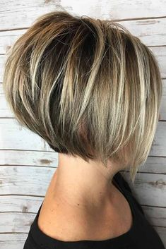 Gerade Kurze Umgekehrte Bob-Frisur Mit Blondem Balayage # Kurzhaarschnitt # Bobhaar … Peinado Bob corto y reverso corto con Balayage Short Hair Cuts For Round Faces, Hairstyles For Round Faces, Straight Hairstyles, Short Cuts, Short Stacked Hairstyles, Short Hair Cuts For Women Bob, Short Layers, Short Inverted Bob Haircuts, Medium Haircuts