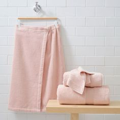 Add instant style to your get-ready routine with our all-in-one bath bundle. Pottery Barn Teen Quick Dry Organic Towel & Wrap Bath Bundle Set
