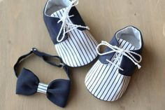 Chaussures de bébé garçon et noeud papillon par MartBabyAccessories