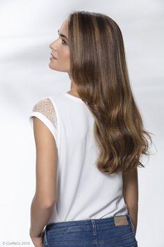 Un Sun Bliss associé à un Shine Vernis agissant comme un top coat qui va doper la brillance pour un effet miroir sur les longueurs ✨ #coiffure #coupe #cheveux #hairstyle #haircut #hair #coiffandco #shine #wavy #brillance