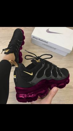 Ideas For Sport Shoes Nike Sneakers Purple Sneakers, Cute Sneakers, Purple Nike Shoes, Cute Nike Shoes, Nike Tennis Shoes, Running Shoes Nike, Crazy Shoes, Me Too Shoes, Sneakers Fashion