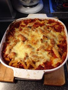 Vicki-Kitchen: Italian chicken pasta bake (slimming world friendly) pasta pasta pasta pasta bake recipes rezepte sauce Italian Chicken Pasta, Chicken Pasta Bake, Chicken Meals, Chicken Lasagna, Bacon Pasta, Chicken Alfredo, Recipe Chicken, Bbq Chicken, Slimming World Dinners