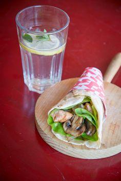 Wraps de salmão e cogumelos