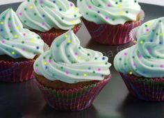 Recette de cupcakes au chocolat noir et glaçage au chocolat blanc}