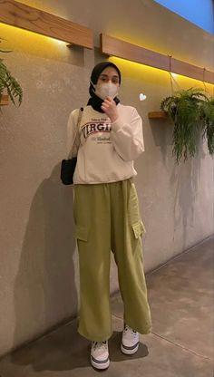 Hijab Fashion Summer, Modern Hijab Fashion, Street Hijab Fashion, Hijab Fashion Inspiration, Muslim Fashion, Ootd Hijab, Casual Hijab Outfit, Trendy Outfits, Fashion Outfits
