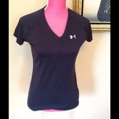 Under armour work out tshirt. Black under armor top. Under Armour Tops Muscle Tees