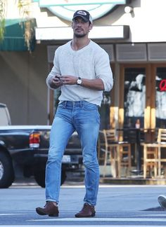 Photos - David Gandy Lunches With A Friend In West Hollywood - 2 - Socialite Life Socialite Life David Gandy, Basic Outfits, Casual Outfits, Fashion Outfits, Guy Outfits, Casual Clothes, Shirt Tucked Into Jeans, Famous Male Models, Androgynous Models