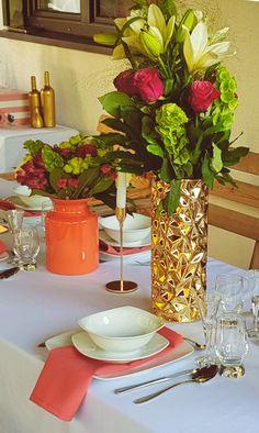 Przyjęcie imieninowe z motywem kolorystycznym Living Coral | Dekoracja stołu | Koral biel i złoto |