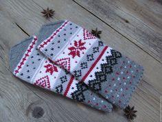 Варежки вязаные женские с орнаментом Звезда Рождества – купить или заказать в интернет-магазине на Ярмарке Мастеров | Эти вязаные женские варежки с орнаментом Звезда… Knitting Socks, Knit Socks, Punch Needle, Mitten Gloves, Fingerless Gloves, Arts And Crafts, Stitch, Inspiration, Crocheting