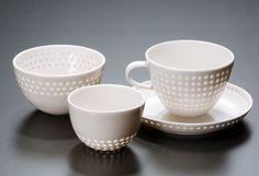 Lichtspiele – Frühstücksset aus Reiskorn-Keramik von Eeva Jokinen  - ganz nett aber kein Design, nur Deko