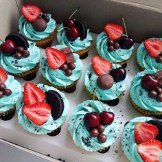 New cupcakes summer ideas treats 61 ideas Fruit Cupcakes, Yummy Cupcakes, Cupcake Cakes, Mocha Cupcakes, Gourmet Cupcakes, Strawberry Cupcakes, Easter Cupcakes, Flower Cupcakes, Velvet Cupcakes