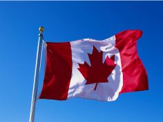 Canada is a great place as far as natural beauty is concerned. The country has got rivers, lakes, forests and plains. All this mixed together makes Canada a Cool Countries, Countries Of The World, Quebec, Visitar Canada, Canadian Boys, Canadian Flags, Canadian Symbols, Premier Ministre, Happy Canada Day
