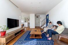 隠れ和室でくつろげる、落ち着いたナチュラルスタイルのお家* Conference Room, Lounge, Interior, Table, Furniture, Design, Home Decor, Airport Lounge, Homemade Home Decor
