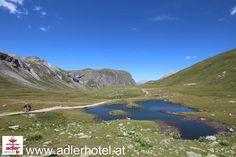 Vorbei an Seen und über grüne Almen